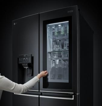 LG-InstaView-Ref-Door-In-Door.jpg