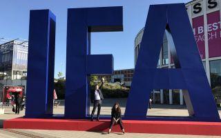 IFA-2017 Team vor IFA Logo